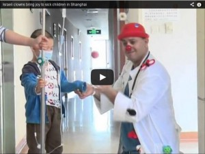 Israeli clowns bring joy to sick children in Shanghai